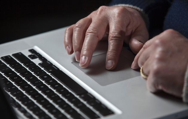 Man arrested for stealing laptops