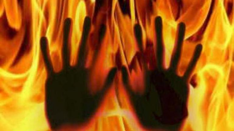 Maharashtra: Man sets teenage daughter ablaze over phone addiction