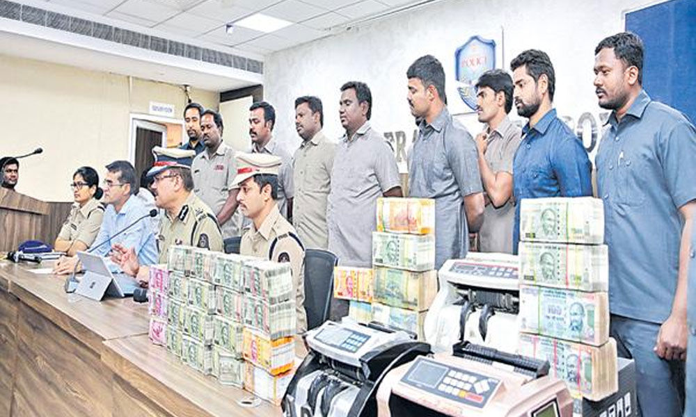 Hyderabad cops seize Rs.90 lakh unaccounted cash, four held