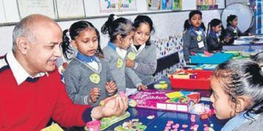 childrensday:sisodiaattends'happinessclass'delhigovtschoolstudentsturnteachers