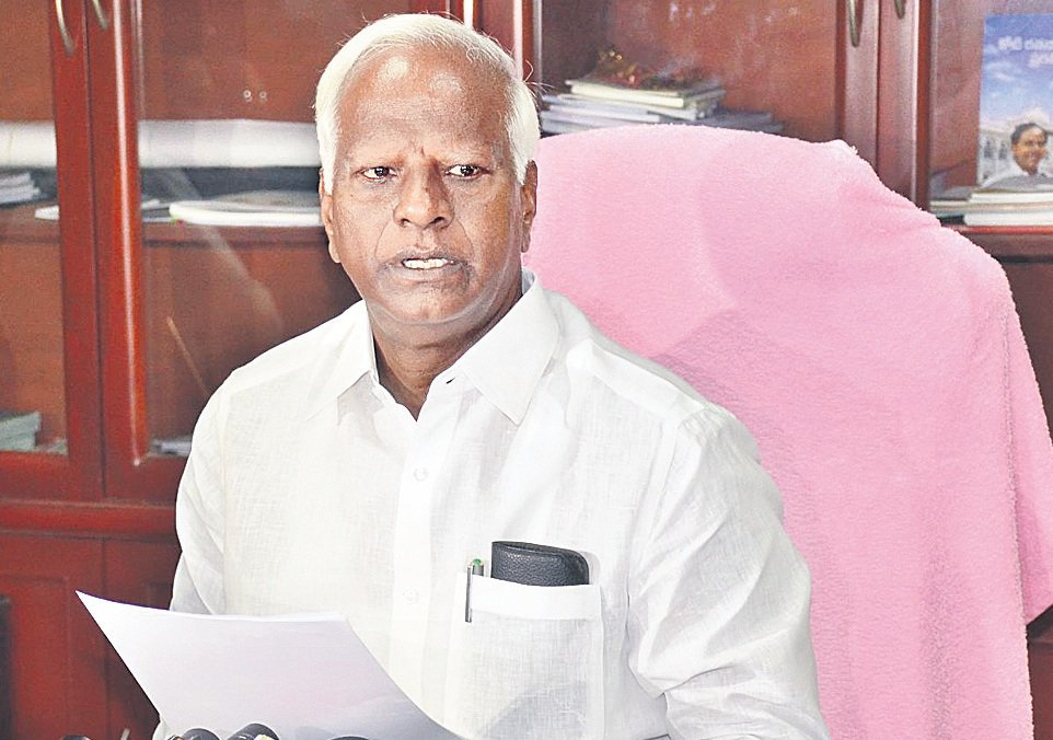 Telugu is mandatory in all schools: Kadyam Srihari