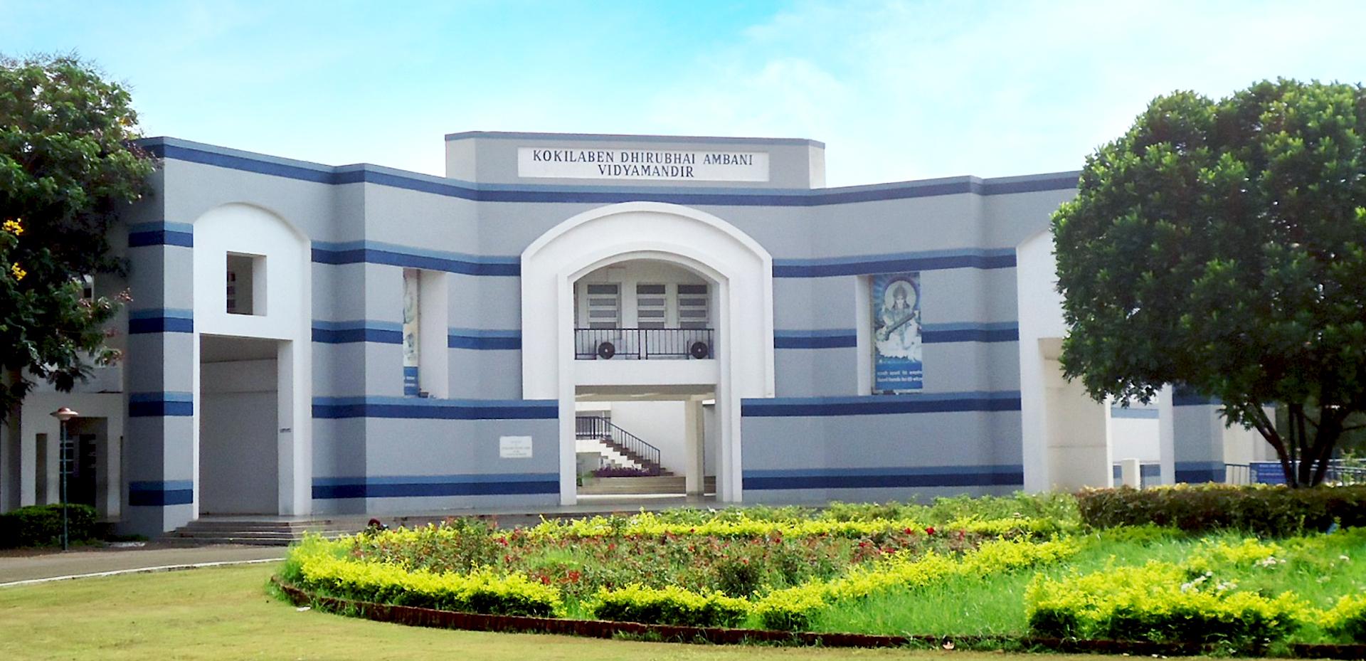 coronavirus-lockdown-dhirubhai-ambani-international-school-begins-live-classroom-teaching