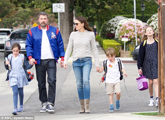 Jennifer Garner helping Ben Affleck just for the sake of children