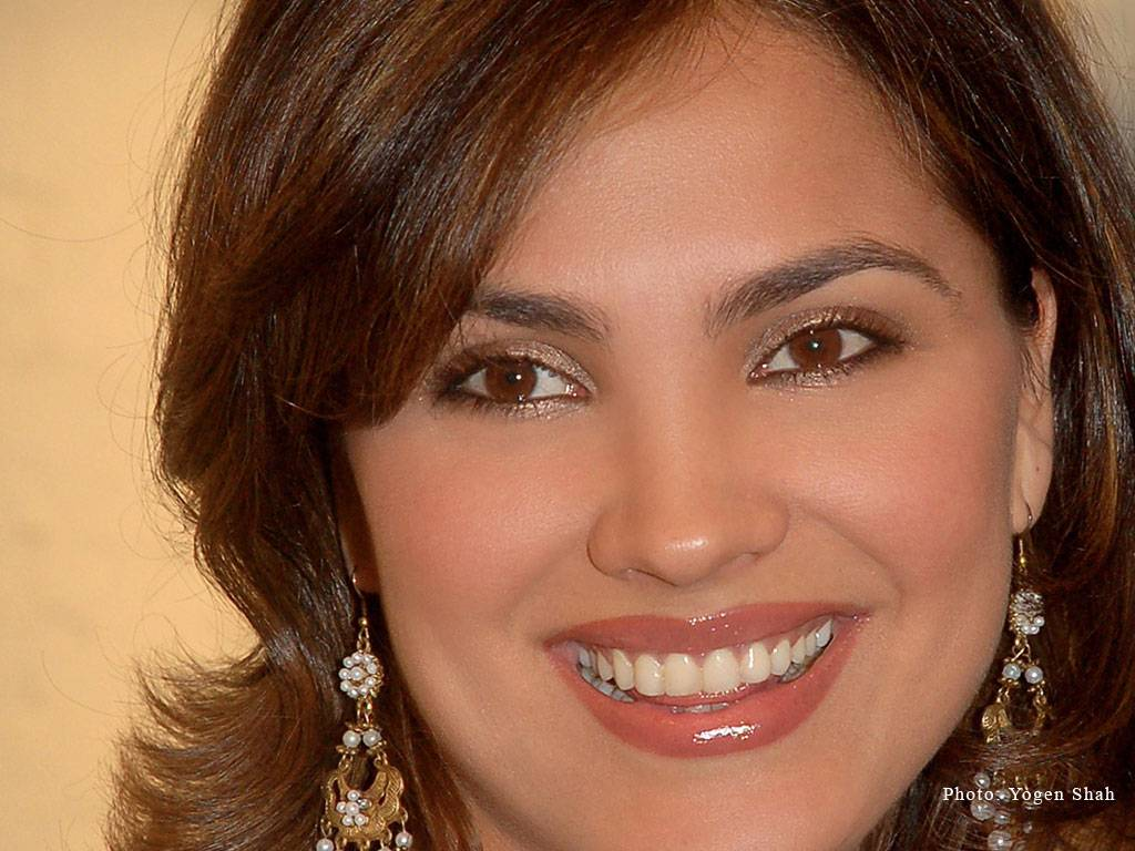 Lara Dutta warns fans against Facebook account