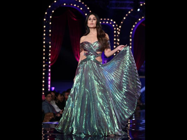 Kareena Kapoor give new dimension to fashion at LFW grand finale