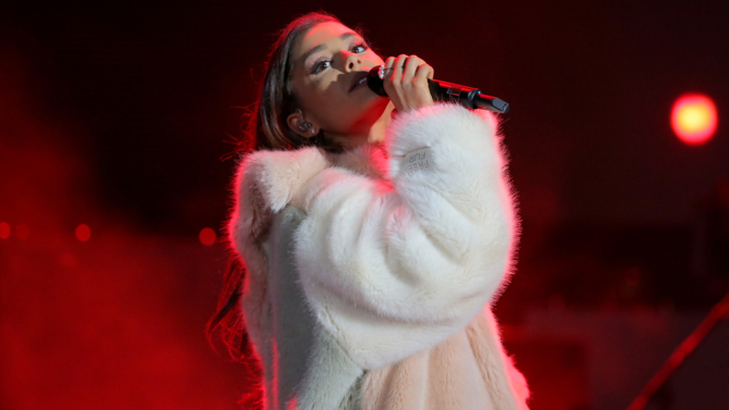 Ariana Grande to perform benefit concert in Manchester