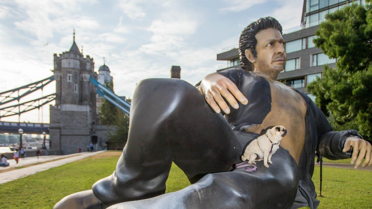 Giant Jeff Goldblum statue erected in London