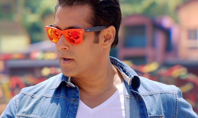 Salman Khan robbed by four girls in Mumbai