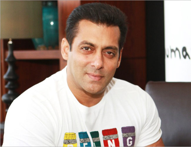 Salman Khan donates Rs1 lac to a media personnel suffering from brain hemorrhage