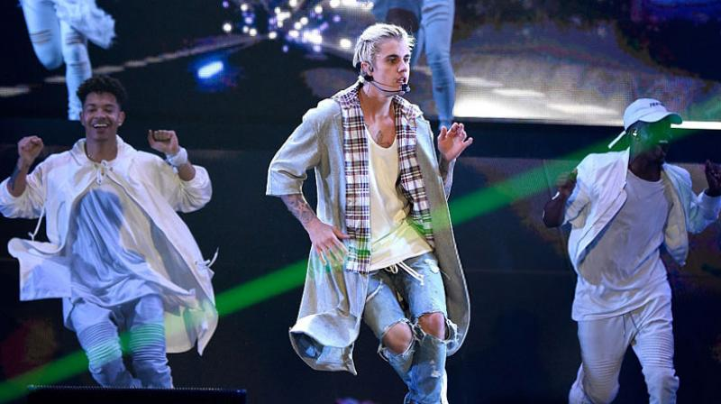 SRK and Salman in race to host Bieber in India