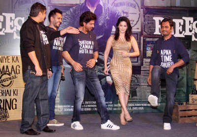 Shah Rukh Khan Parties With Sunny Leone, Nawazuddin Siddiqui And Others At Raees Success Bash!