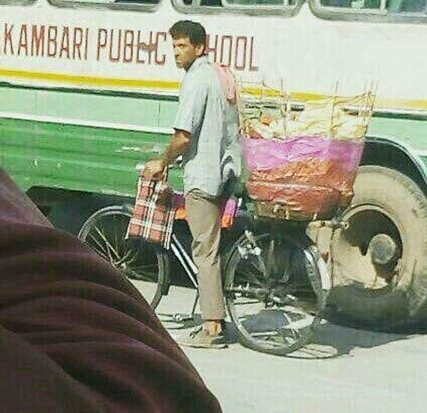 Super 30: Hrithik Roshan new look selling papad on Jaipur streets, looks unrecognisable