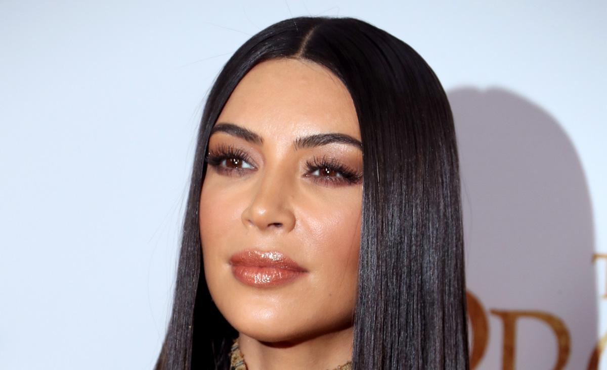 Kim Kardashian to host a poker game