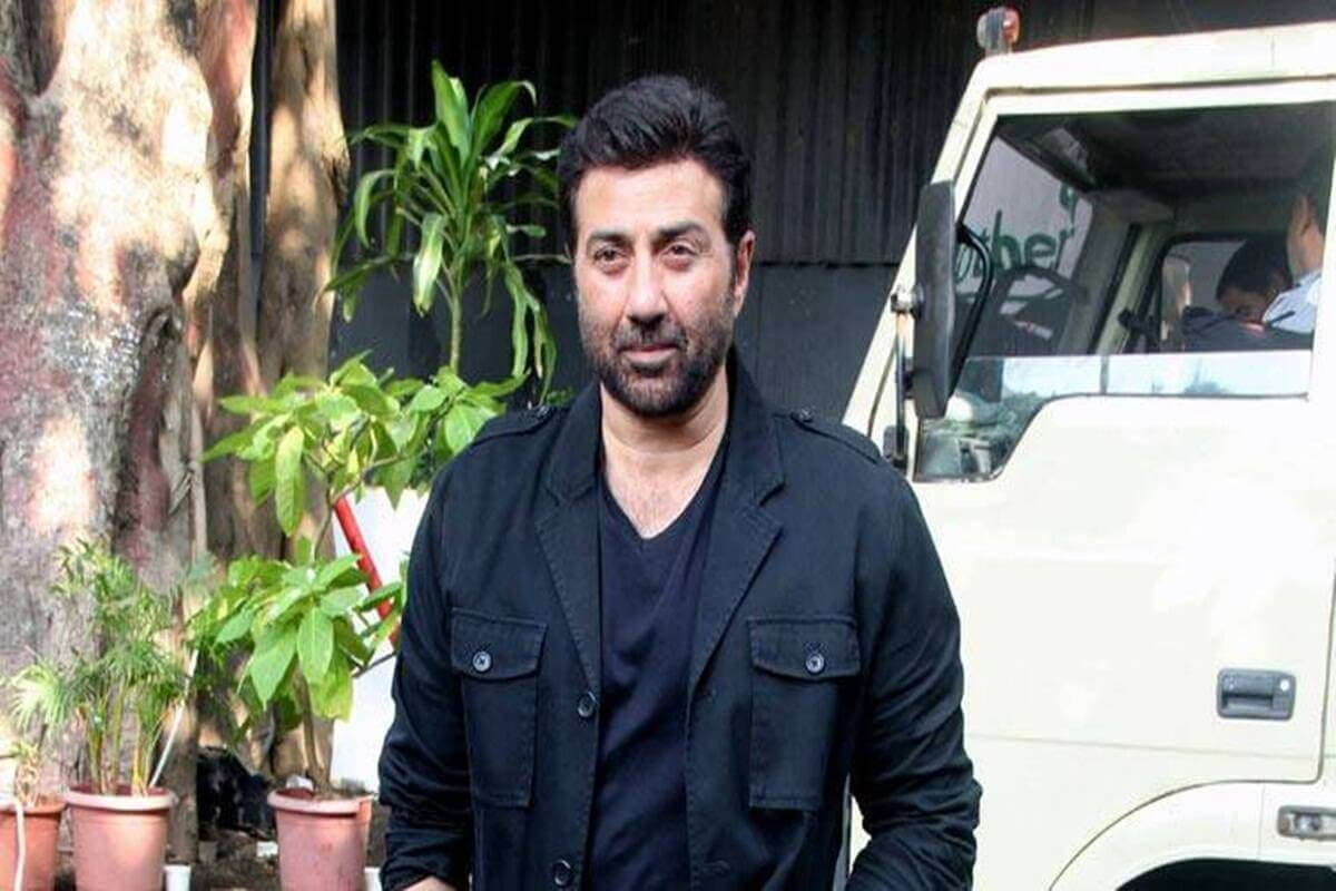 Sunny Deol found COVID-19 positive, isolates himself in Himachal