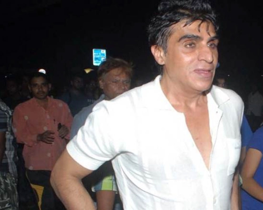 After daughters diagnosis, film producer Karim Morani tests positive for COVID-19
