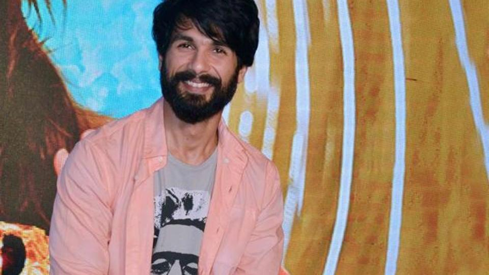 Shahid Kapoor urges to give