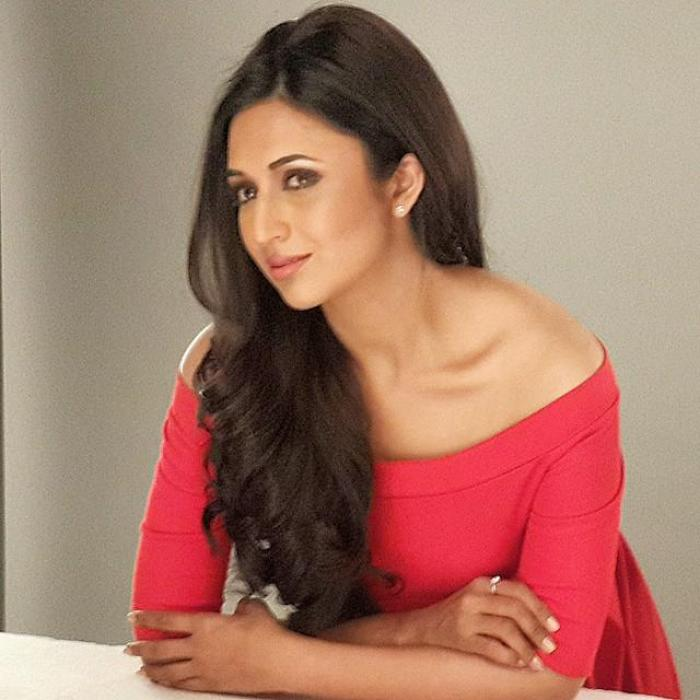 Divyanka Tripathi wins the best TV actress awards - Dadasaheb Phalke International Film Festival 2020