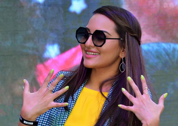 Sonakshi Sinha enters Guinness World for nail painting