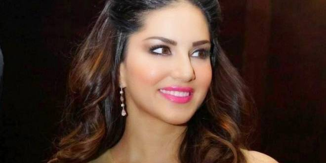 SRK is an extremely dedicated father: Sunny Leone