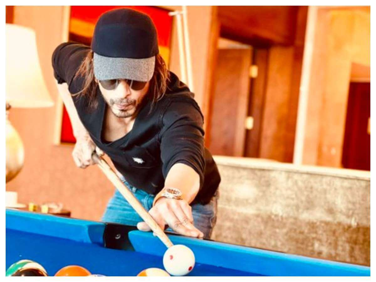 Shah Rukh Khan share a photo of himself playing snooker, fans wonder if this is his Pathan look!