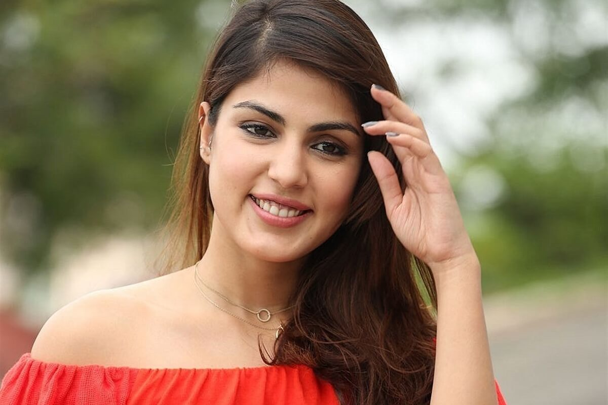 SC denies interim protection to Rhea Chakraborty, asked to appear before ED by 7 Aug