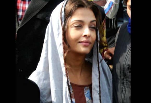 Aishwarya Rai Bachchan visits Golden Temple