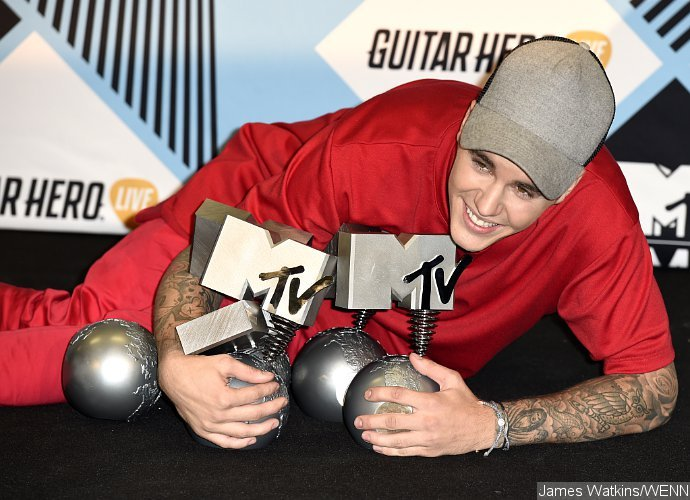 Justin Bieber wins big at MTV EMAs 2015