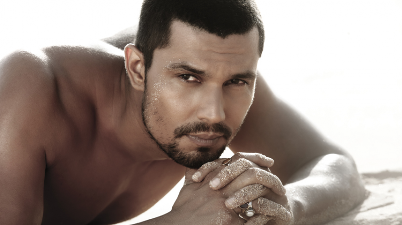 Randeep Hooda taken part in a clean-up drive at Versova Beach amidst COVID-19 pandemic