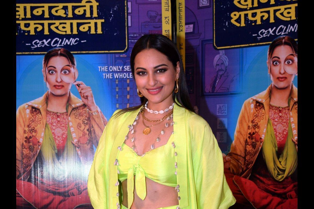 filmkhandaanishafakhanaisastepintherightdirection:sonakshisinha