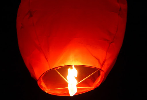 9pm, 9min Event: Massive fire breaks out in Jaipur after a flying lantern falls