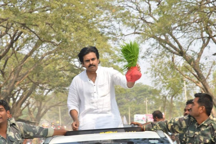 Jana Sena promises Rs.5,000 pension for farmers