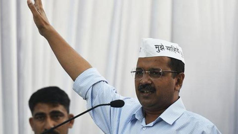 Arvind Kejriwal holds roadshow in Delhi