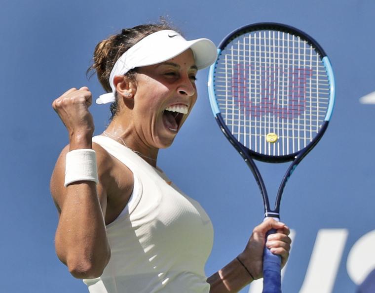 Suarez Navarro beats Sharapova at US Open
