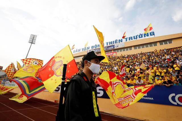 Vietnam league restarts with packed crowds as coronavirus risk abates