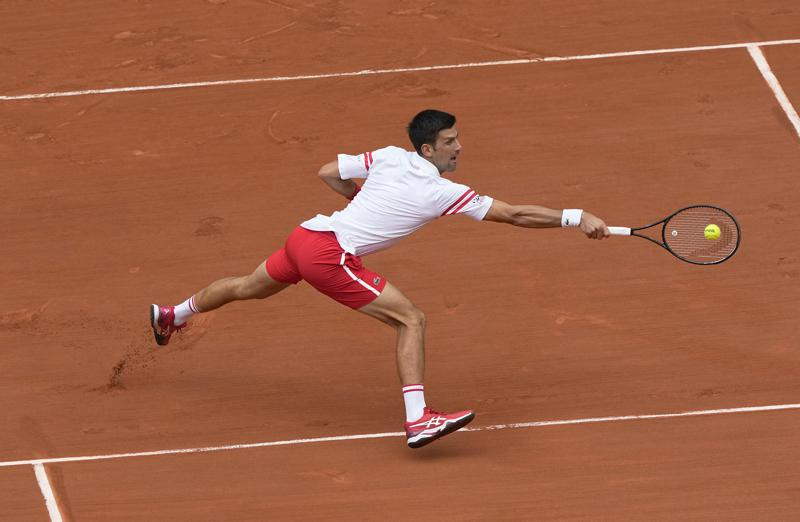 Djokovic reach into the quarterfinals of the French Open