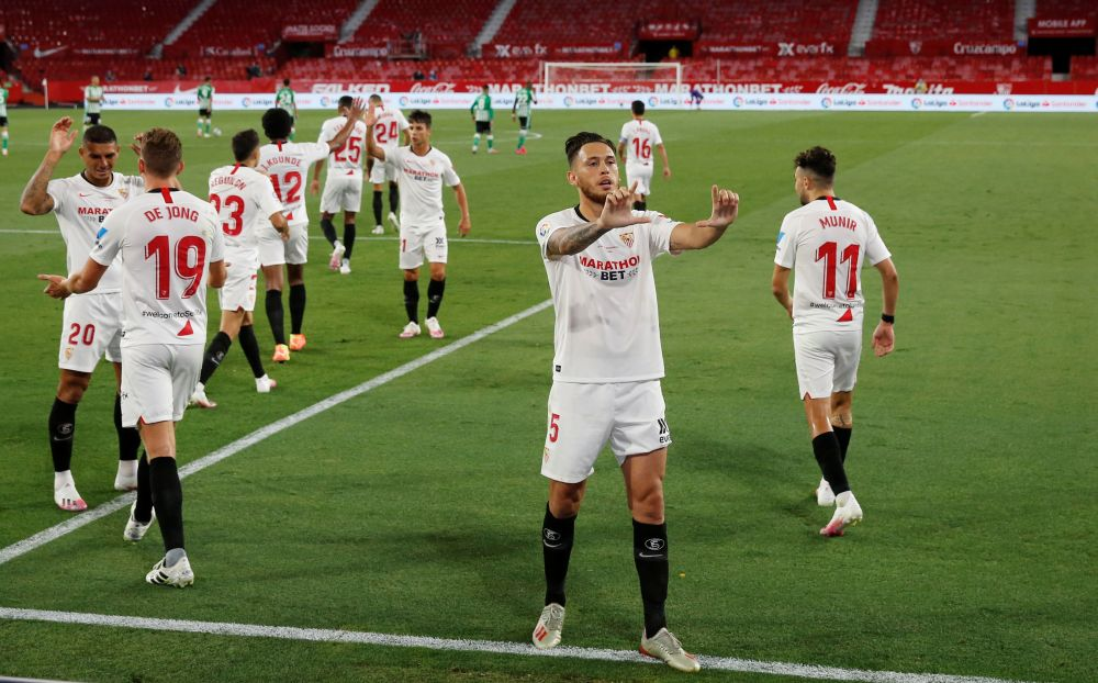 Sevilla close on Champions League