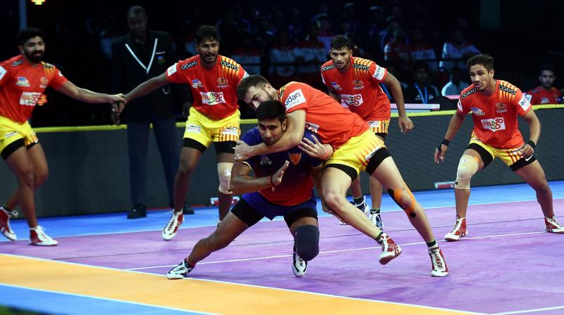 Pro Kabaddi 2018: Dabang Delhi hold Gujarat Fortunegiants in thriller