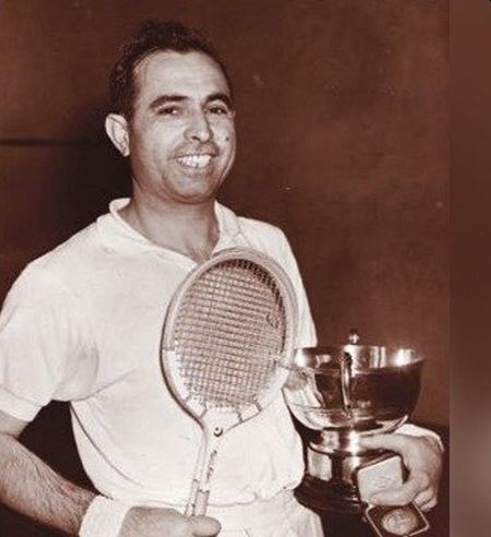 Pakistani squash legend Azam Khan dies due to COVID-19 in London