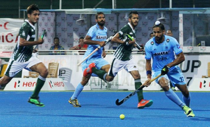 indiavspakistanasiacuphockeysuper4:indthrashpak40enterfinal