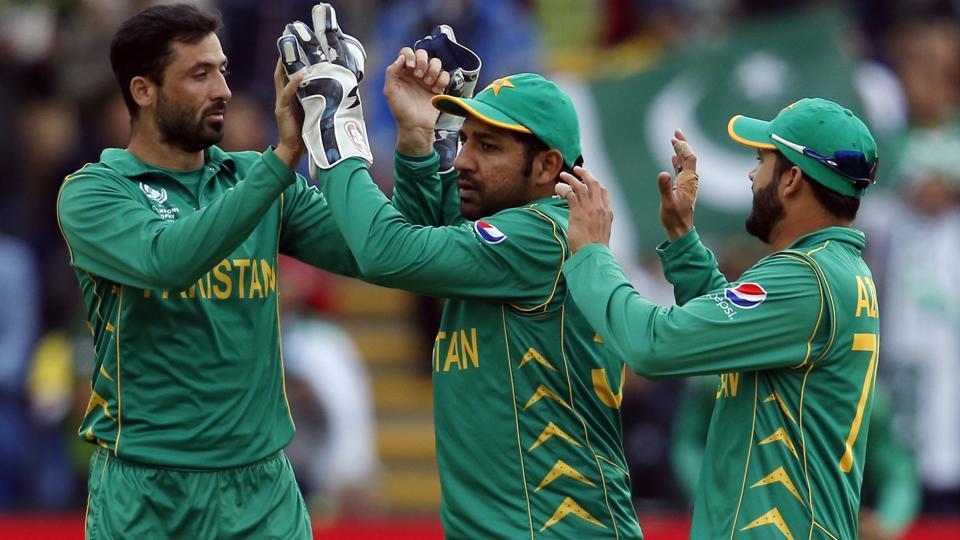 ICC Champions Trophy : Amir, Junaid hurt Lanka; Pakistan need 237 to seal semis spot