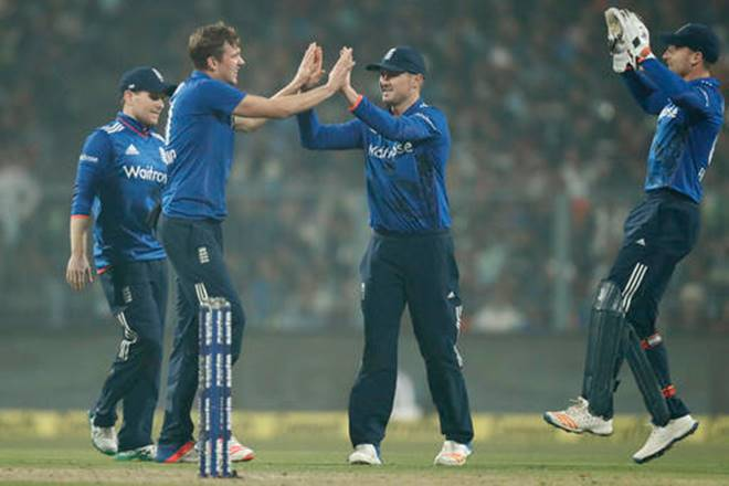 England clinches thrilling victory by 5 runs against India in 3rd ODI at Kolkatta