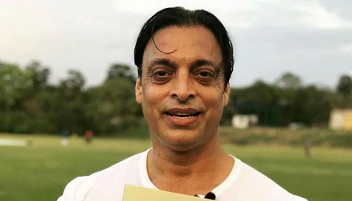 Shoaib Akhtar slams management after ex-Pak  captain Sarfaraz Ahmed carry drinks and shoes in the field