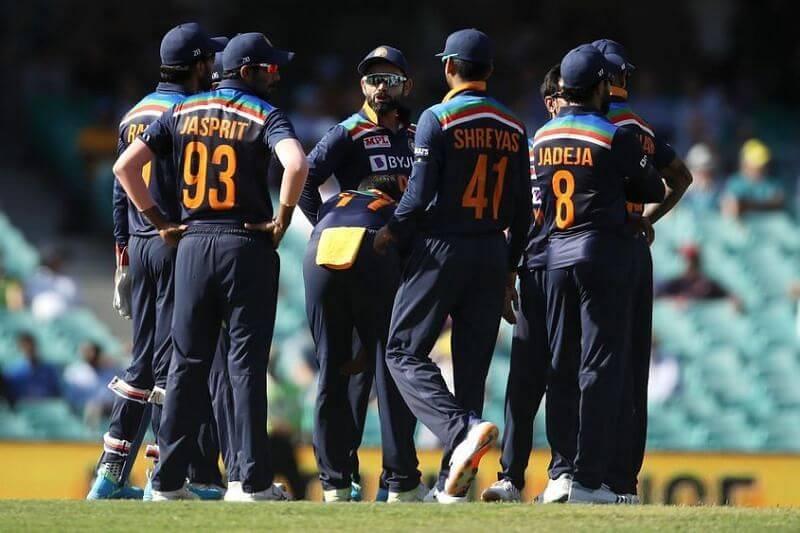1stodi:indiaplayersfined20percentofmatchfeeforslowoverratevsaustralia
