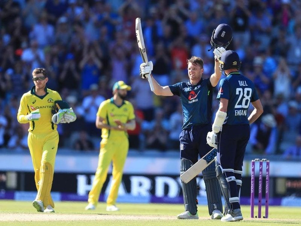 England beat Australia by one wicket in the fifth one day at Old trafford