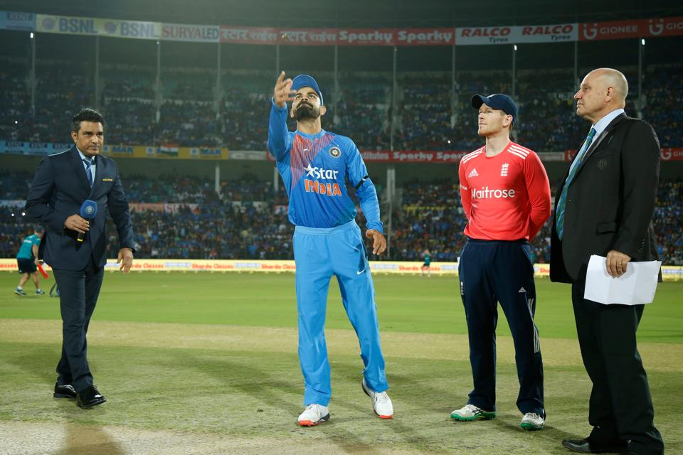 2nd T20I : Sri Lanka win toss, elect to field against India