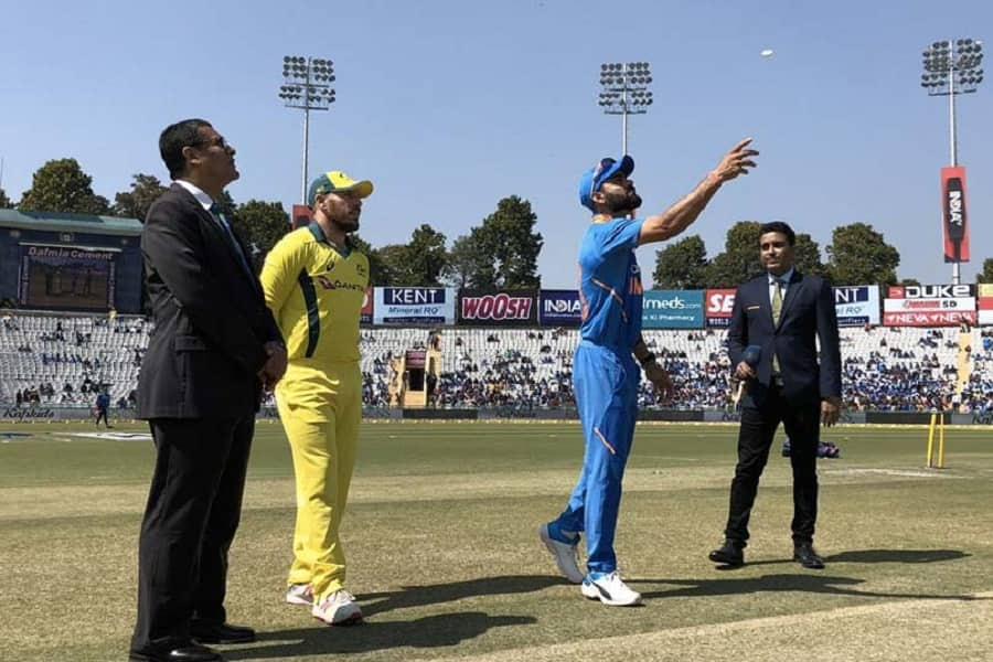 Australia win toss opt to bat against India in 5th ODI at Delhi