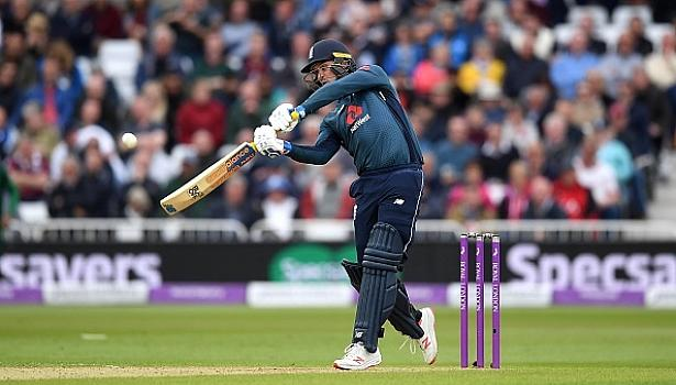 England beat Pakistan by 3 wickets in 4th ODI at Nottingham