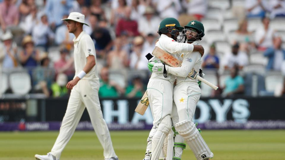 Pakistan beat England to win first Test