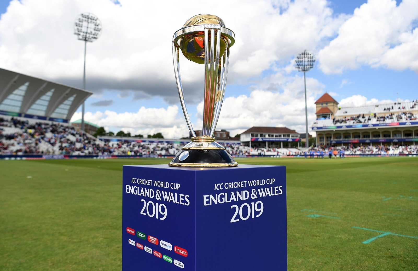 New Zealand set England 242 to win World Cup 2019