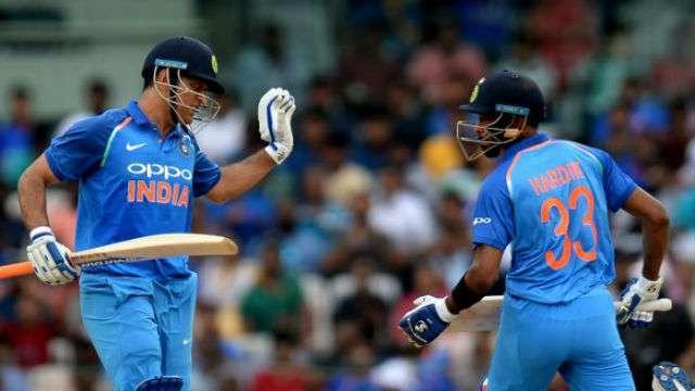 1st ODI India vs Aus :  Pandya, Dhoni guide India to 281/7 vs Australia